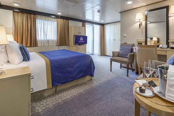 Club Balcony Stateroom Queen Elizabeth